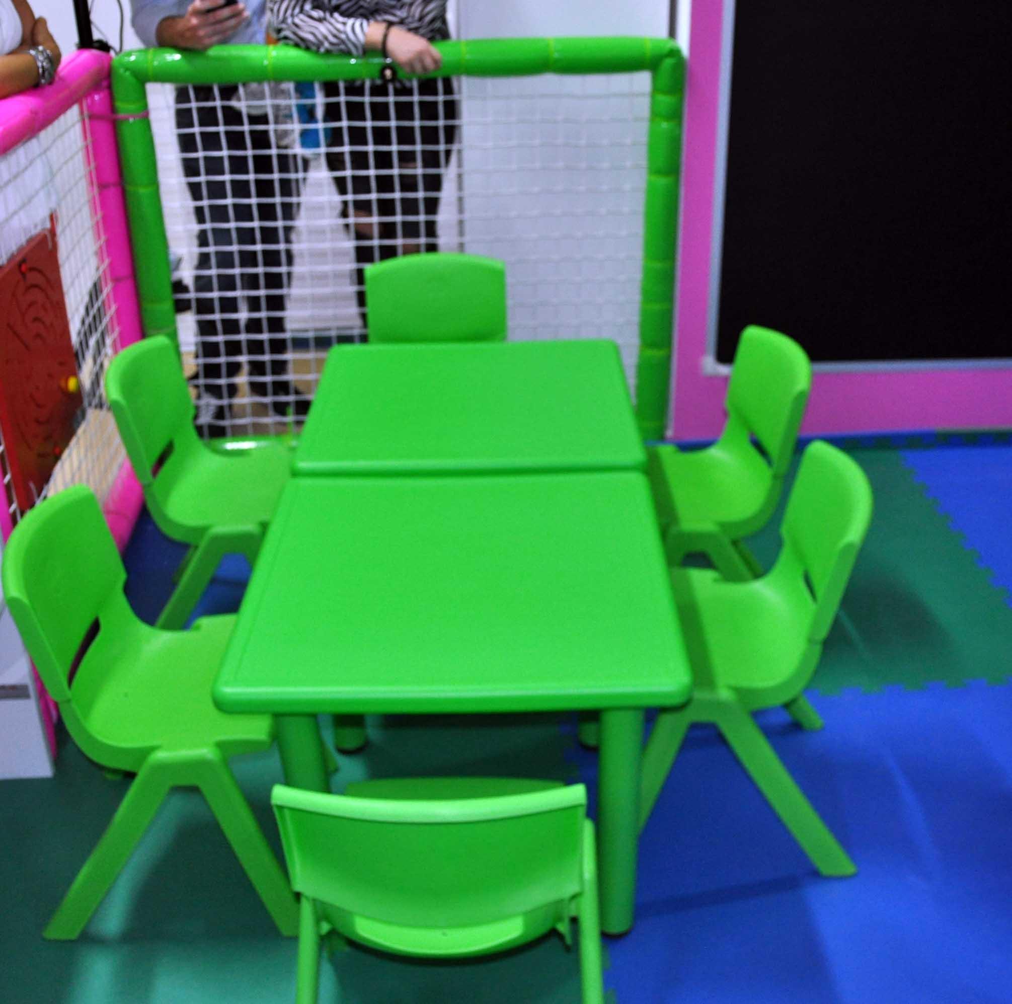 Set tavoli sedie ludoteca playzone italy - Tavoli interattivi ...